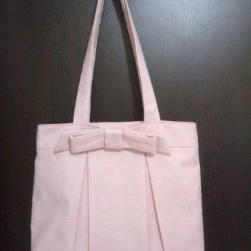 Pileli pembe çanta